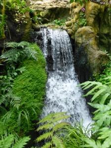 Waterfall,_Hong_Kong